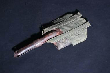 Саперная лопатка с чехлом. СССР