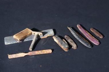 Набор перочинных ножей и бритвенных приборов
